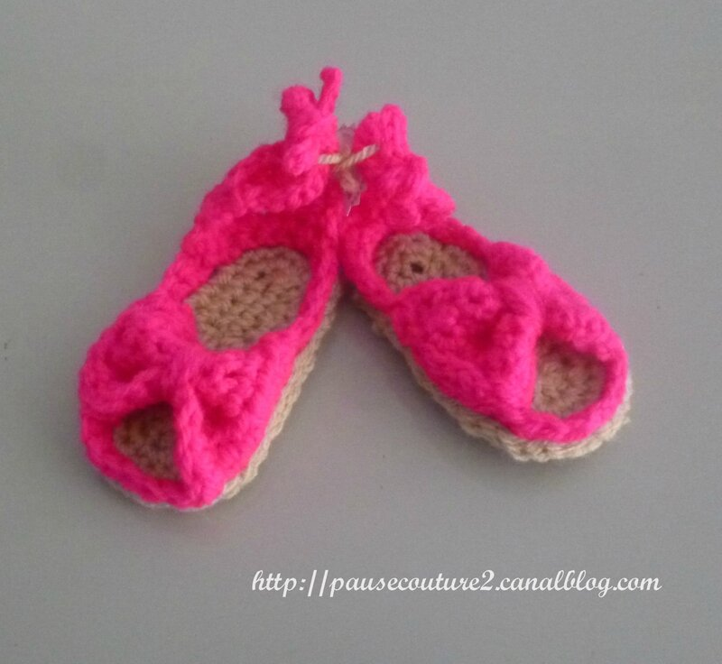 chaussons sandales roses B