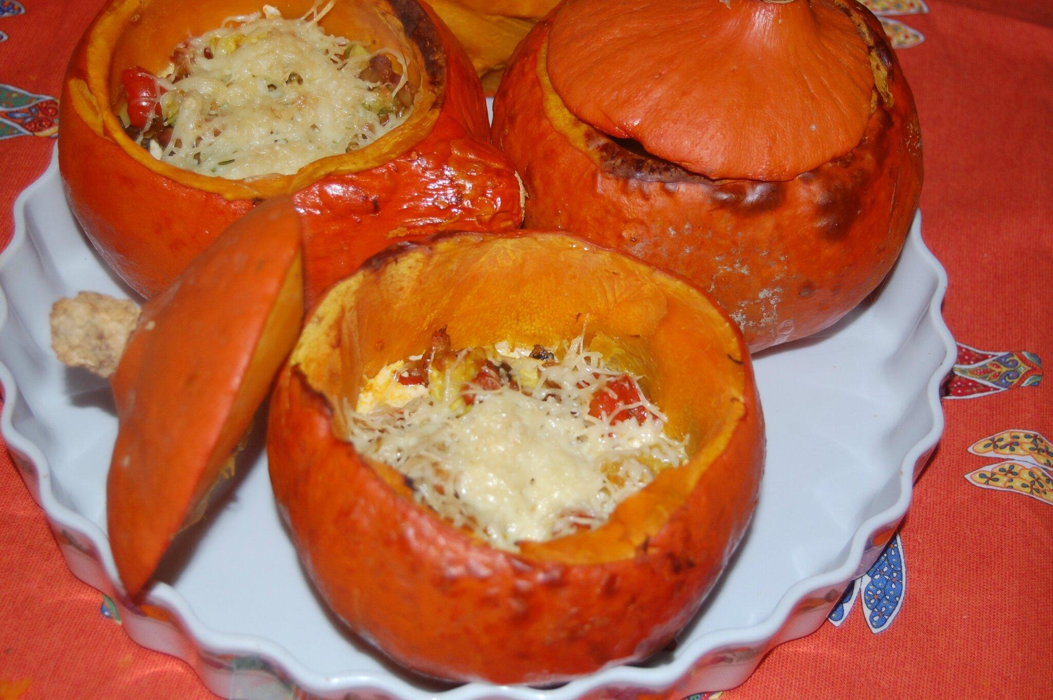 Inviter les copains le soir d'Halloween et leur servir des potimarrons farcis