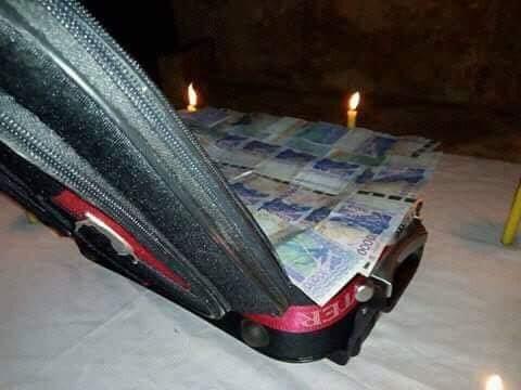 valise magique qui produit d'argent