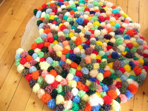 assemblage fin tapis pompon