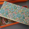 Boîte de chocolats customisée en liberty betsy turquoise ...