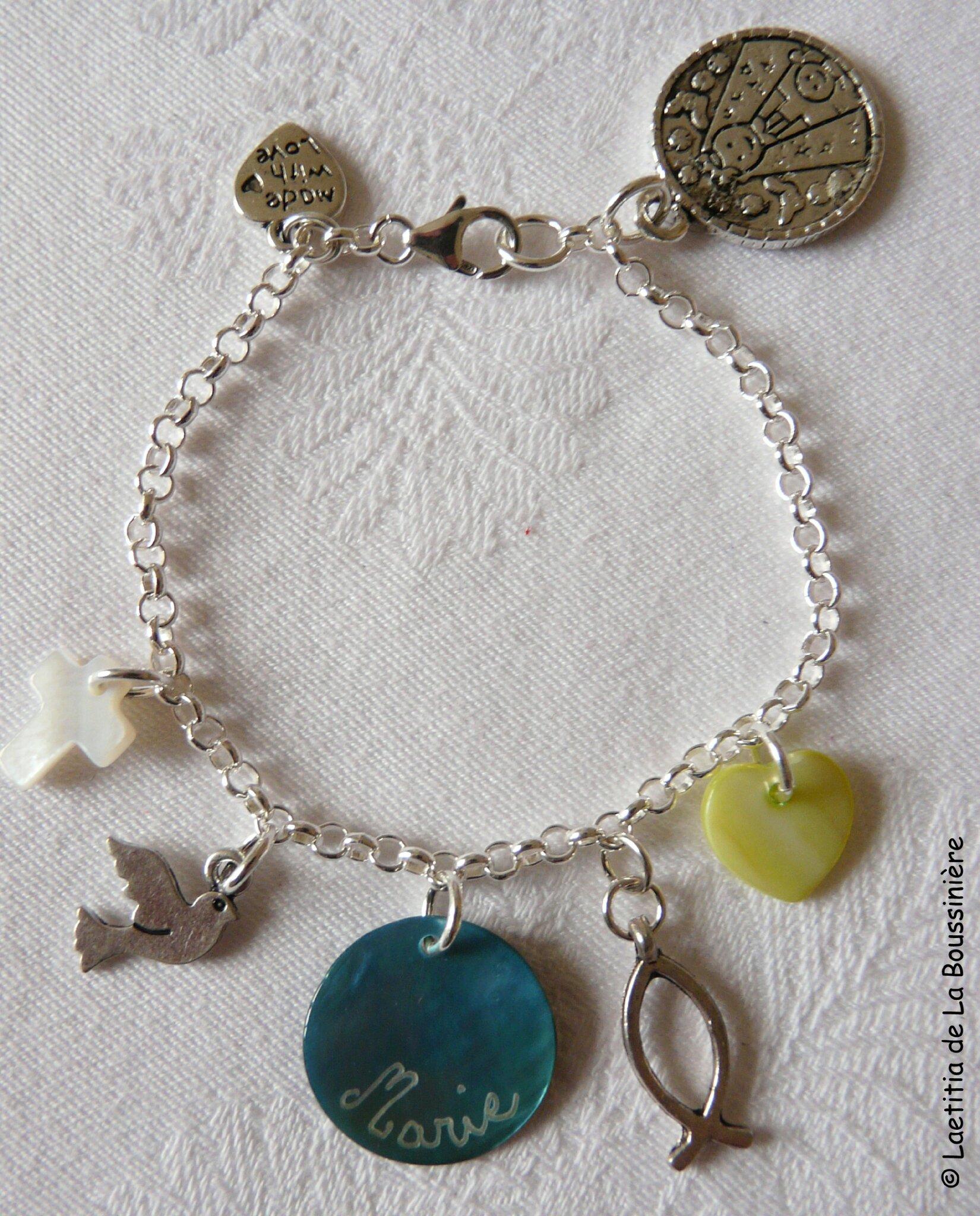 Bracelet sur chaîne argent massif, médaille personnalisée et breloques métal et nacre