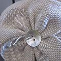 chapeau en lin beige + fleur