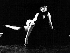 wp_ph_greene_black_sitting_marilyn_1