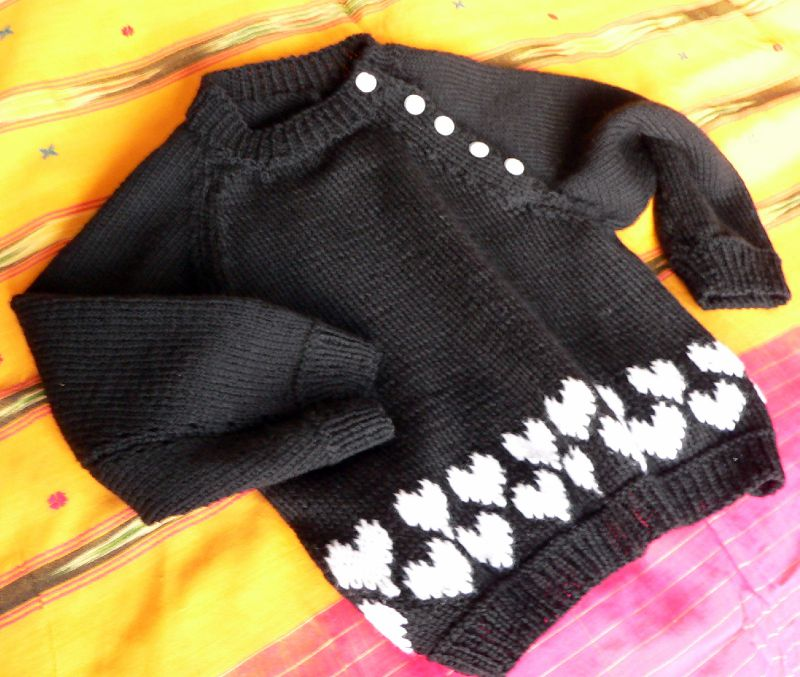 Pull à petits coeurs taille 3 ans