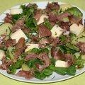 Salade de mâche, pissenlit et cuisse de canard confite