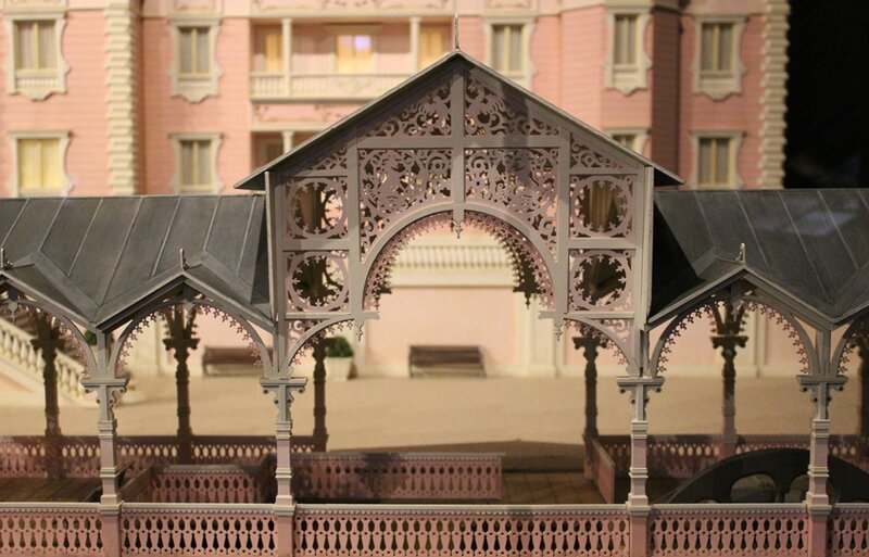 wes-anderson-follow-me-white-rabbit-alice-musee-miniature-lyon (10)