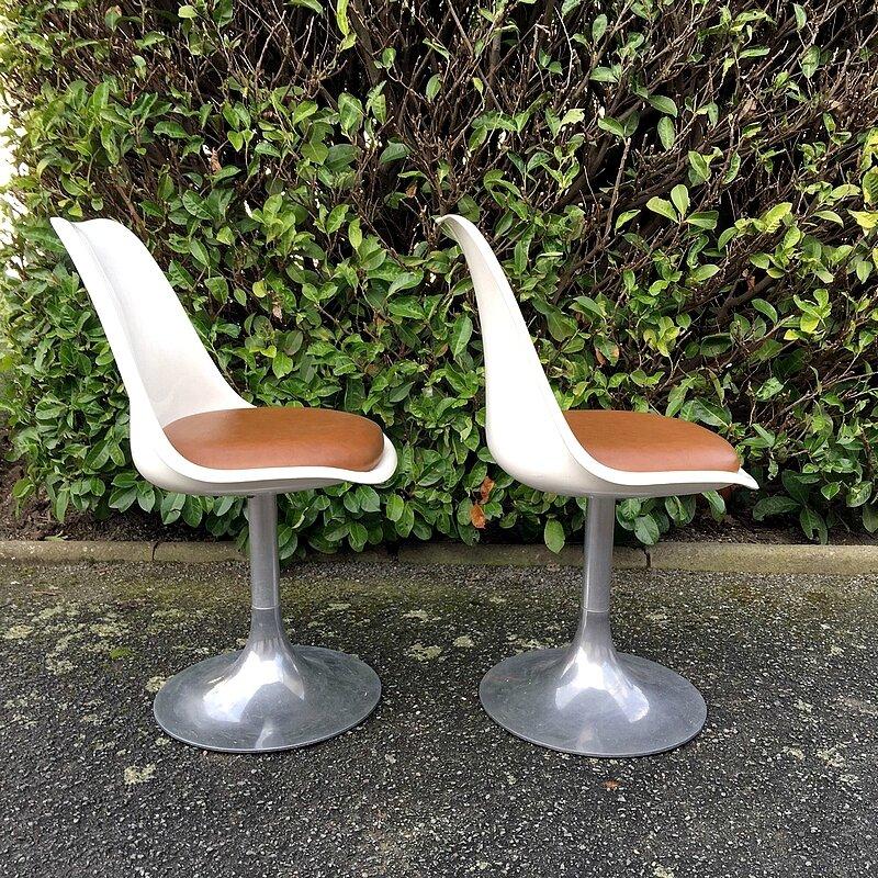 chaises tuilipe vintage