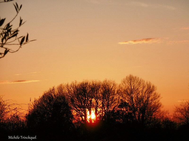 Coucher de soleil et nuages roses 140418