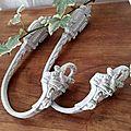 Ancienne paire d'embrase patinée en lin et blanc