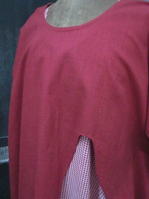 Tunique ADRIENNE en lin rouge sur une robe HENRIETTE en vcichy rouge et blanc (3)