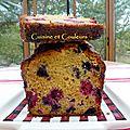 Cake au levain liquide, miel et fruits rouges