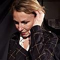 Lumineuse ariane dubillard dans 'ma chanson de roland' au théâtre des déchargeurs