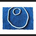 collier spirale bleue et blanche