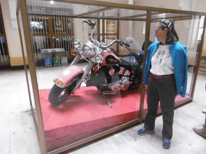 musée police -moto Pablo escobar (1)