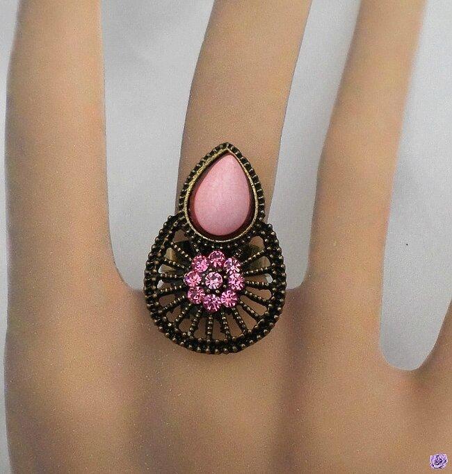 Bague Fantaisie Fleur Nilam Perle et Strass Crystal Couleur Rose Métal Couleur Bronze Ajustable