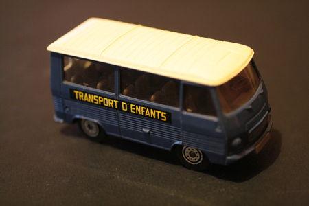 355_Peugeot_J7_02