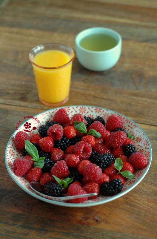 Assiette fraises Mara des bois, framboises & mûres