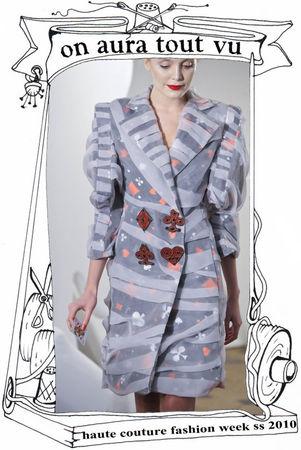 haute couture fashion week paris 2010, trench à cartes voilé de mousseline