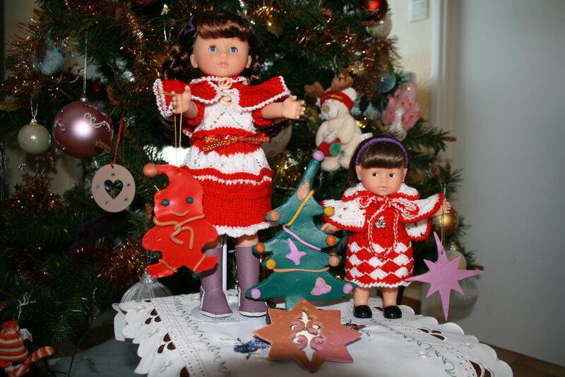 Chloé & Lucie ont revêtues leurs tenues de Noël avec de jolies déco en pâte fimo
