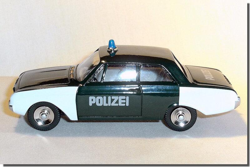 Dinky Atlas Ford Taunus 17M Polizei A 4