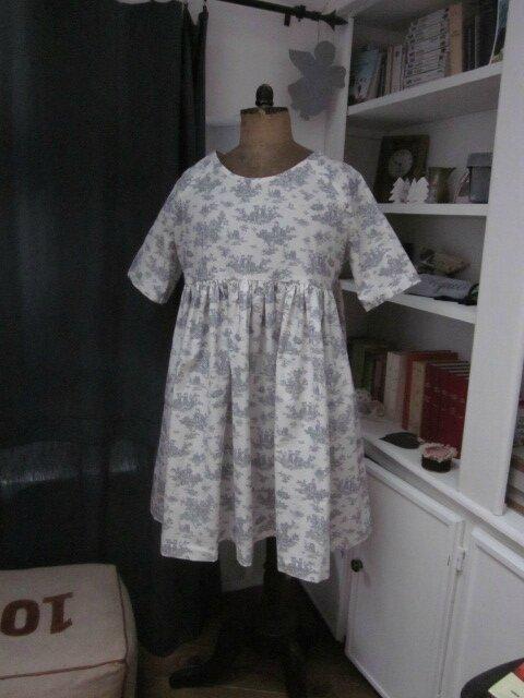 Robe RAYMONDE en coton écru imprimé toile de Jouy gris - taille 40 (1)