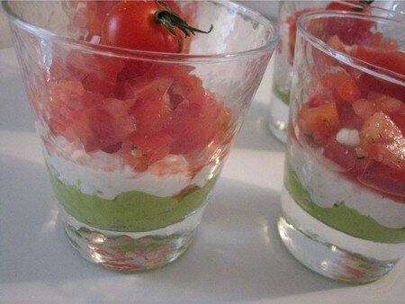 verrines_avocat_ch_vre_tomates