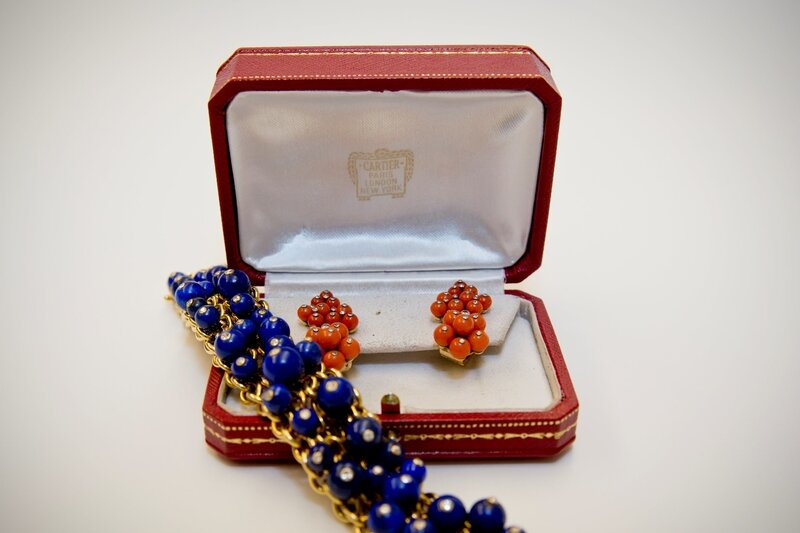 Cartier_Paris_coral_and_diamond_earrings_with_a_Cartier_Paris_lapis_lazuli_and_diamond_bracelet
