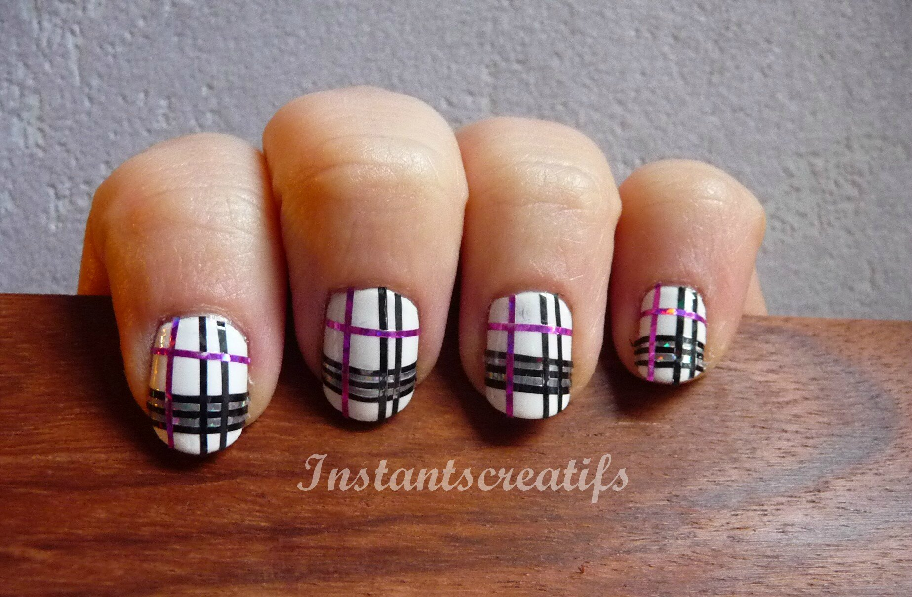 Nail art quadrillage
