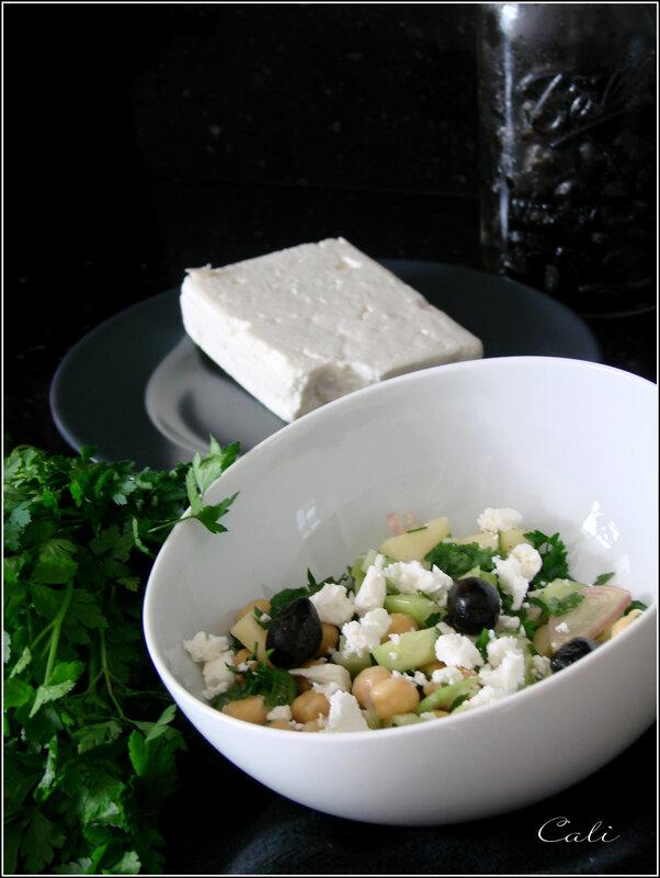 Salade de Pois Chiches, Céleri, Concombre & Pomme à la Feta & aux Olives 001