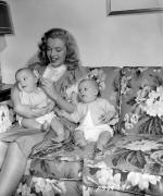1947-05-baby_sitter_sitting-with_roy_metzler_twins-by_david_cicero-030-1