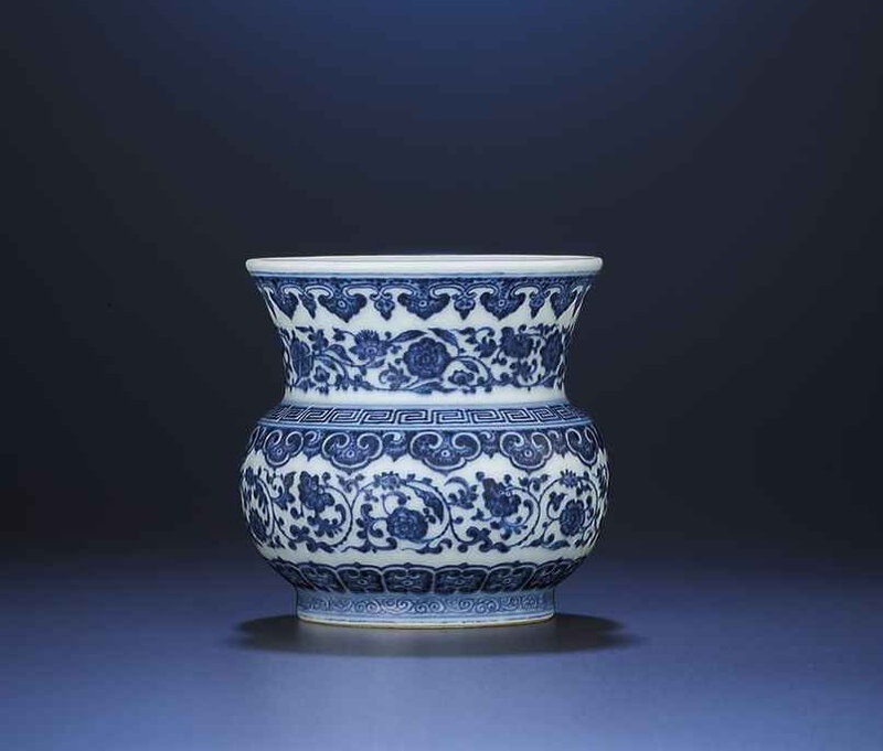 A small blue and white vase,zhadou, Qianlong six-character sealmark and of the period (1736-1795)