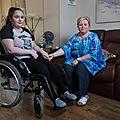 Chloé brown, clouée dans un fauteuil roulant après le vaccin hpv