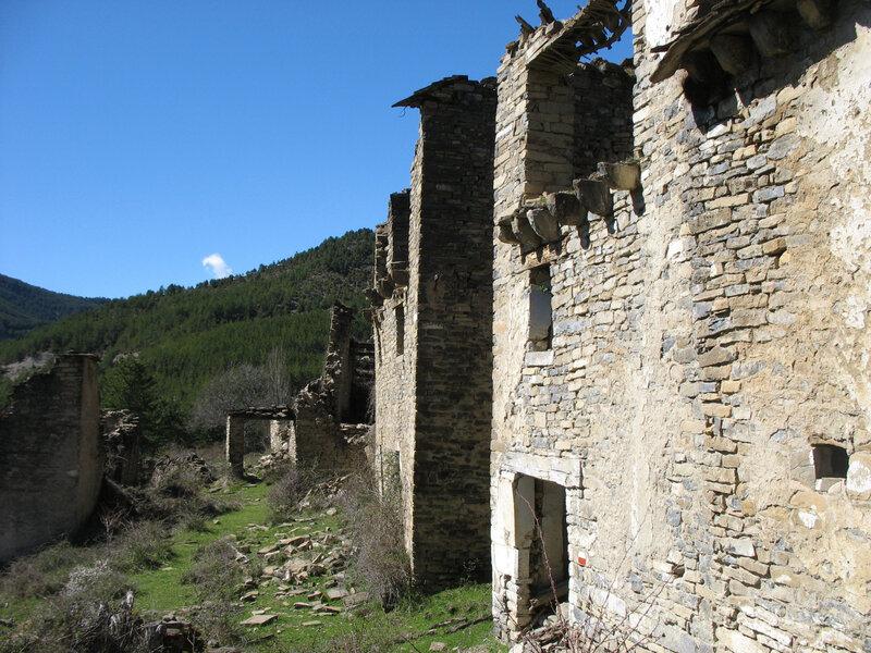 Larrosa, village, une rue (Espagne)
