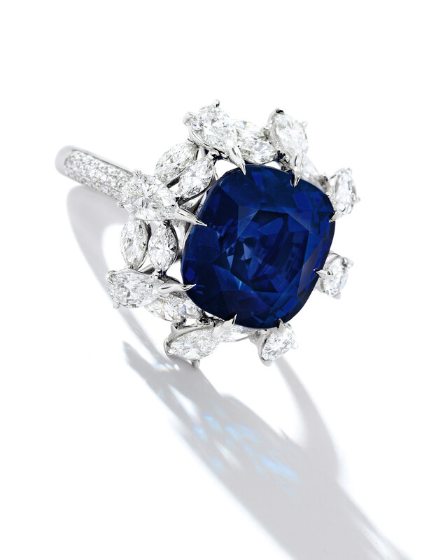 1800_A SUPERB SAPPHIRE AND DIAMOND RING