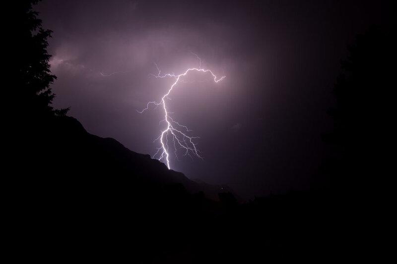 orage-eclair-juillet-savoie-4-1050x700