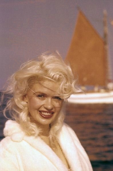 jayne-1958-05-cannes-by_philippe_le_tellier-03-1