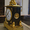 horloge soutenue par petits sphinx