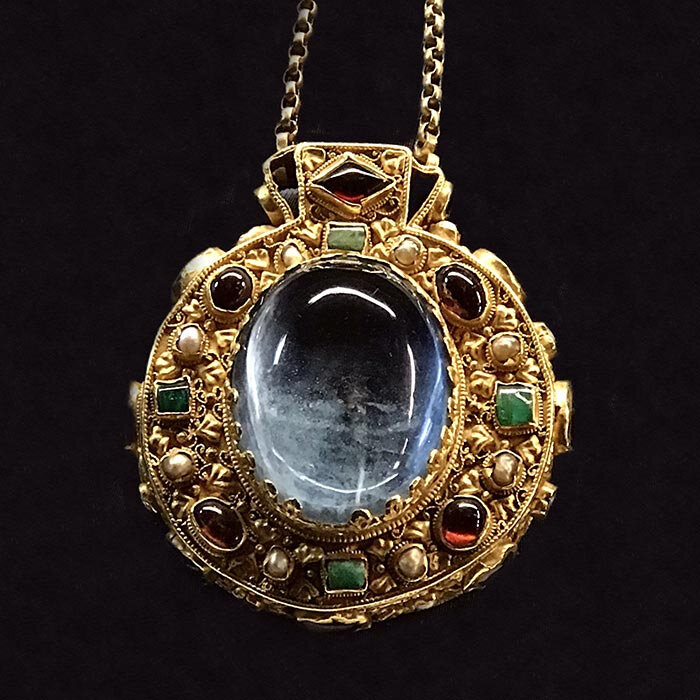 une-talisman-charlemagne-reims-palais-tau-sandrine-merle-the-french-jewelry-post