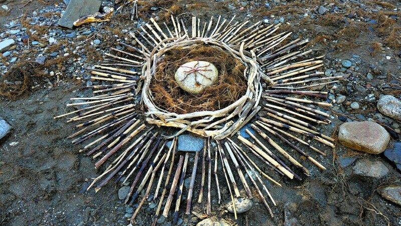 2 land art yurtao bois flottés et renouée du japon