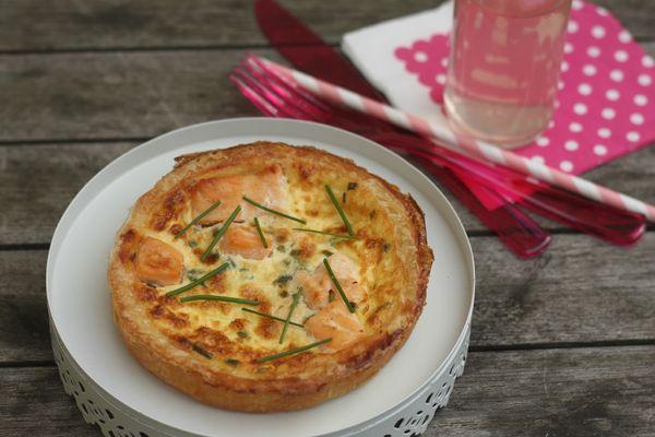 tarte au saumon et aux pousses d'épinards chez requia cuisine et confidences