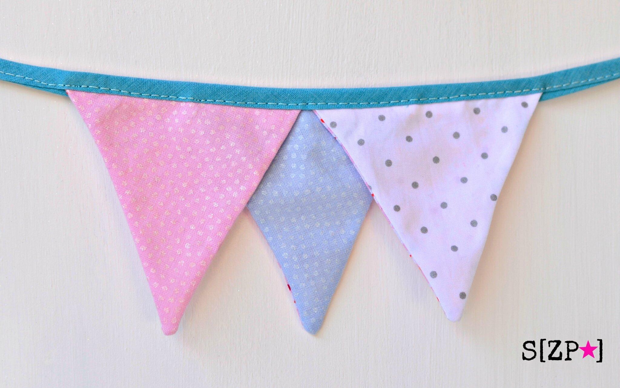petite guirlande de mini fanions rose bleu et blanc pois argent, décoration chambre d'enfant fille