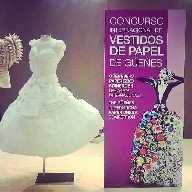 Le concours National Güeñes robes de papier