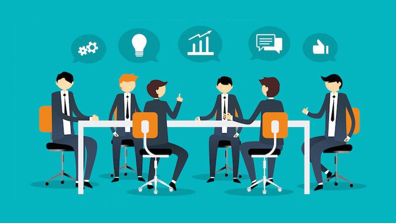 design-thinking-vs-brainstorming-team-brainstroming
