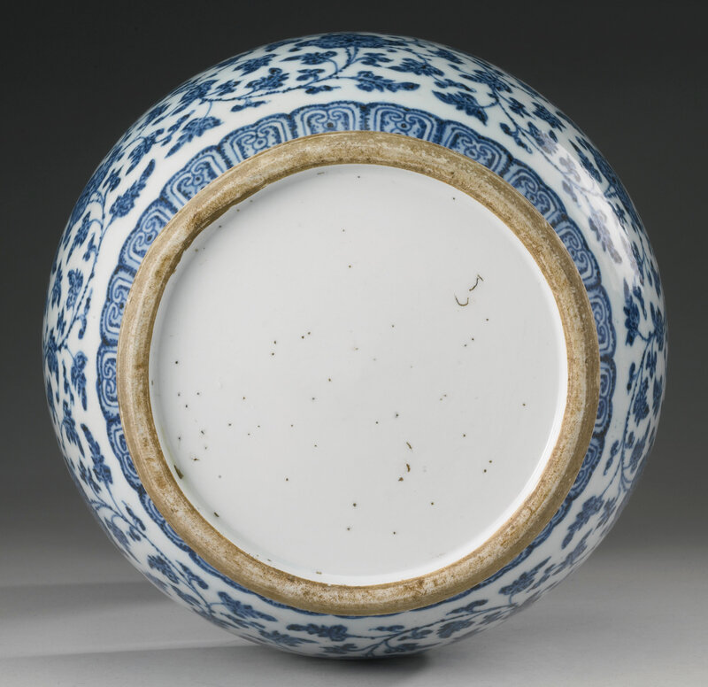 A blue and white archaistic vase, Qing dynasty, 18th century4