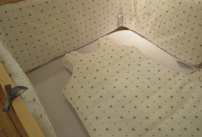 les petits oreillers enfants pour la sieste luciole et. Black Bedroom Furniture Sets. Home Design Ideas