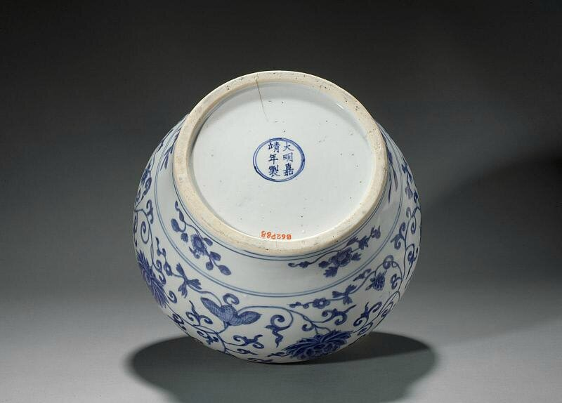 Jar, Ming dynasty, Jiajing six-character mark within double-circles and of the period (1522-1566)
