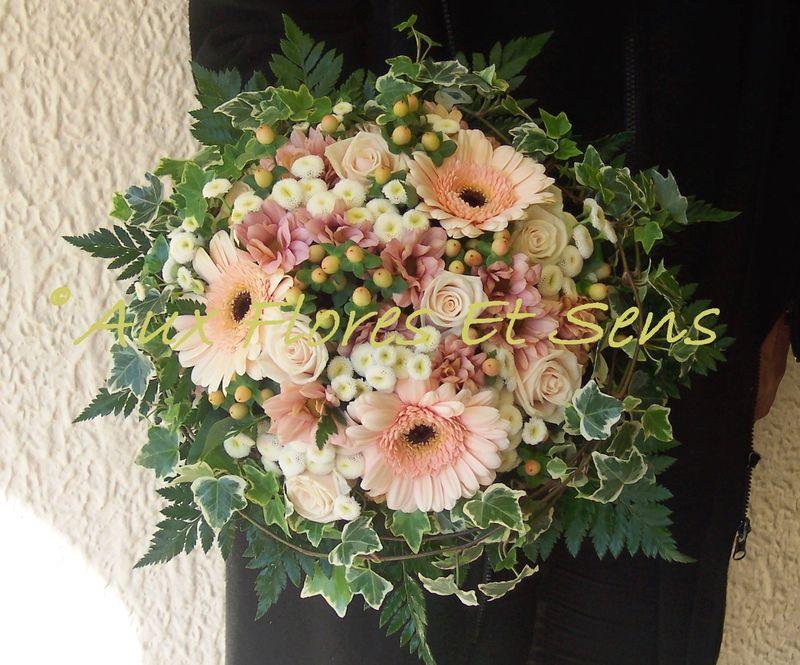 Bouquet de mariée rond saumon 1