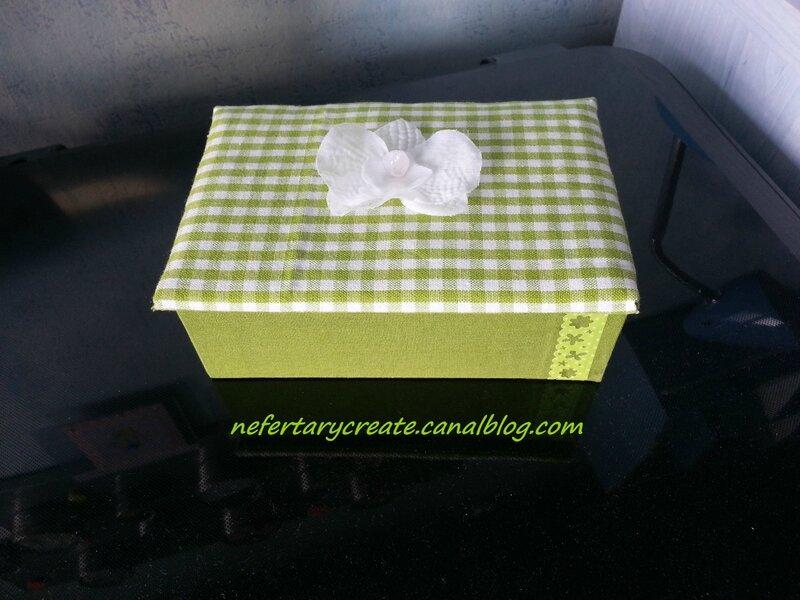 Petite boîte à secrets recouverte de tissu