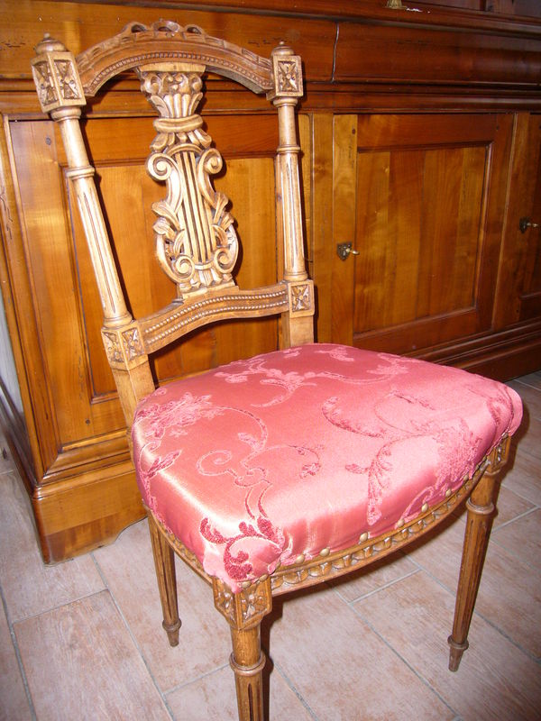 Chaise Lyre